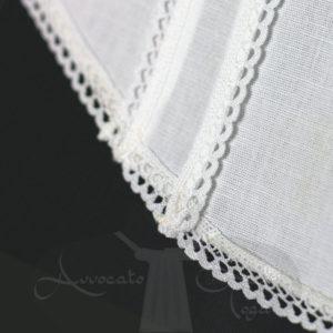 pettorina-coda-di-rondine-pieghe-centrali-merletto-misto-lino-dettaglio