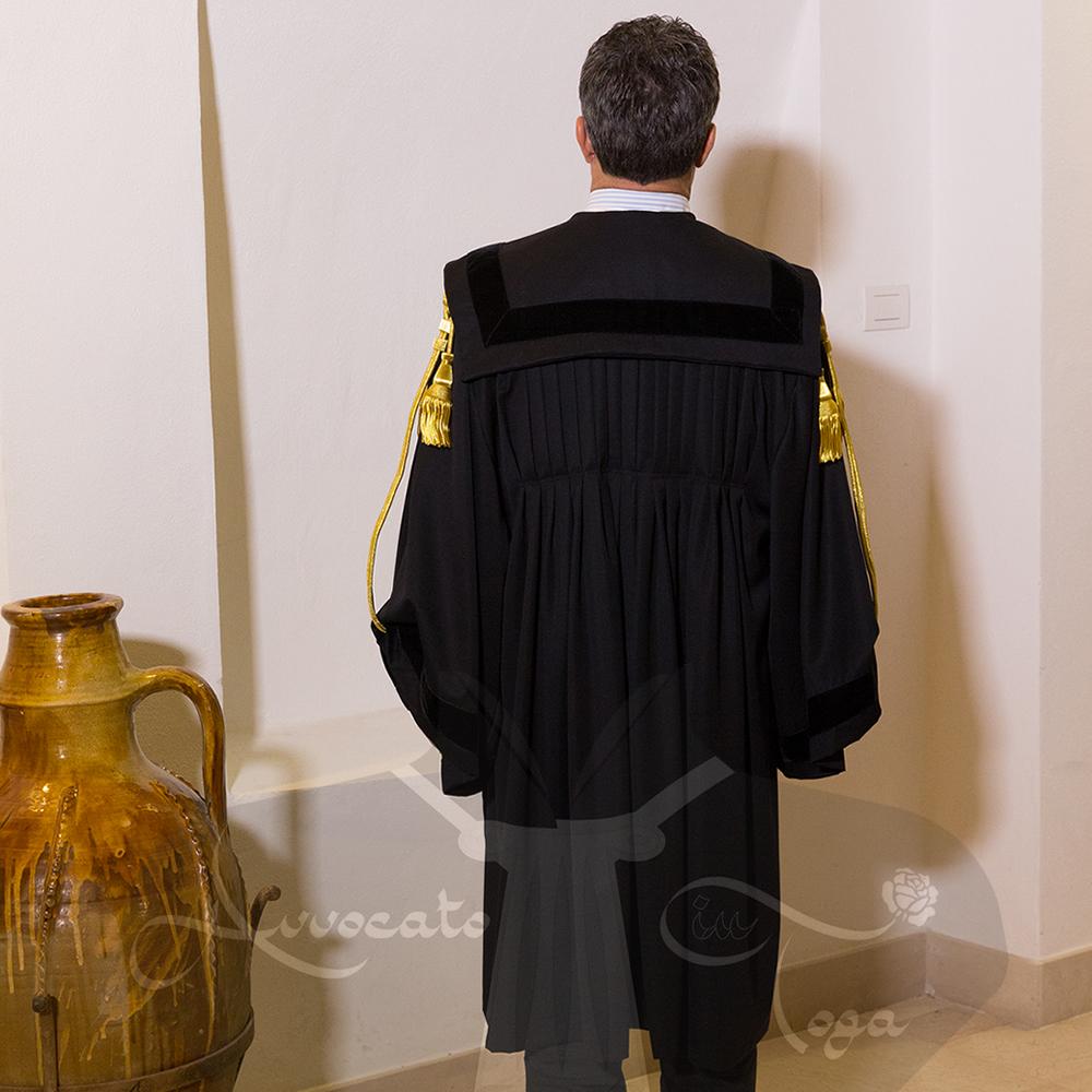 toga-forense-con-pieghe-avvocato-in-toga
