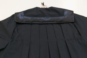 dettaglio-schiena-toga-modello-piegoni