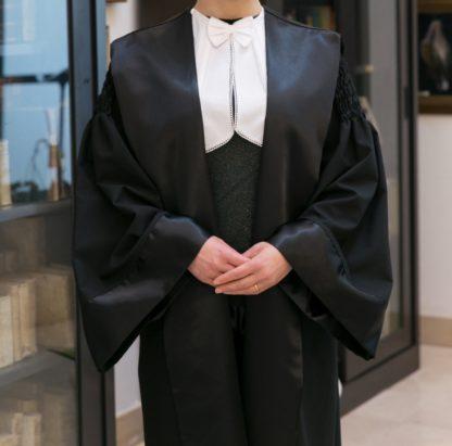 toga-avvocato-donna-modello-riccio-tessuto-confort-davanti